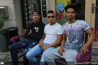 Yousef Kemmed, Yassine Boujnana en Stanley Fosu hielpen de eigenaar naar buiten